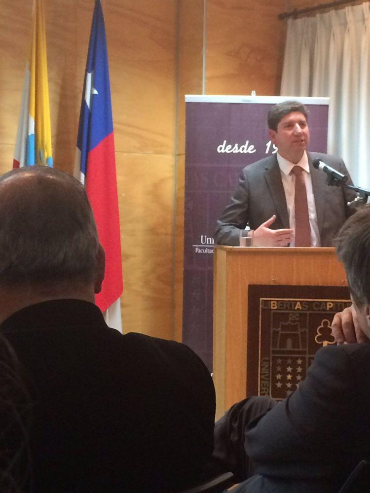 Director Alterno de Clapes UC expone en la U.Austral